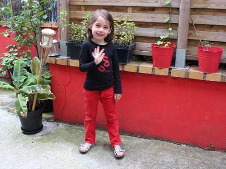 Louise en rouge et noir lilli bulle