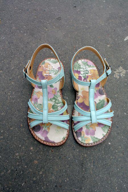 Sandales bleues pèpè