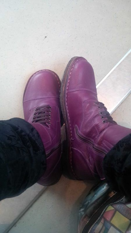 Pèpè boots de motard en cuir violet sur céline