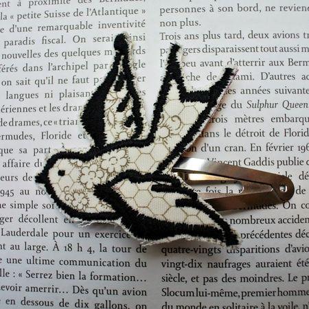 Gabrielle aznar barrette cli cla oiseau dentelle trompe l'oeil