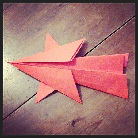 Origami étoile filante rouge