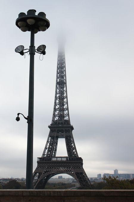 Tour Eiffel dans la brule Nov 2014