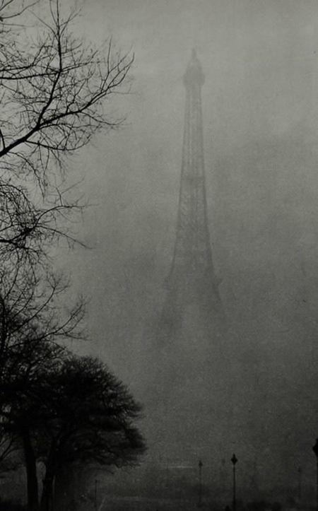 Tour eiffel dans le brouillard 1930